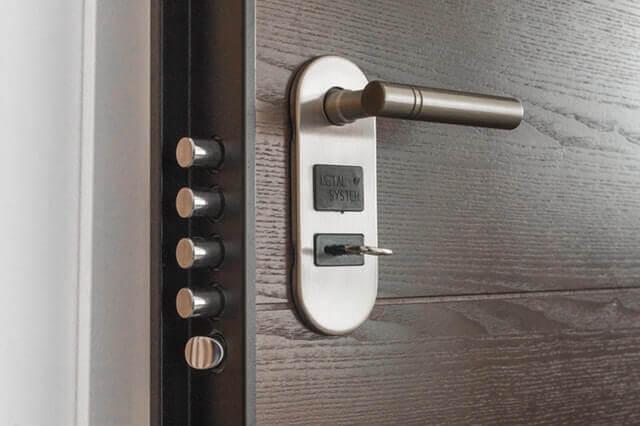 Блиндирана врата - заключване