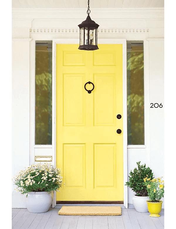 Жълта входна врата за къща 2020