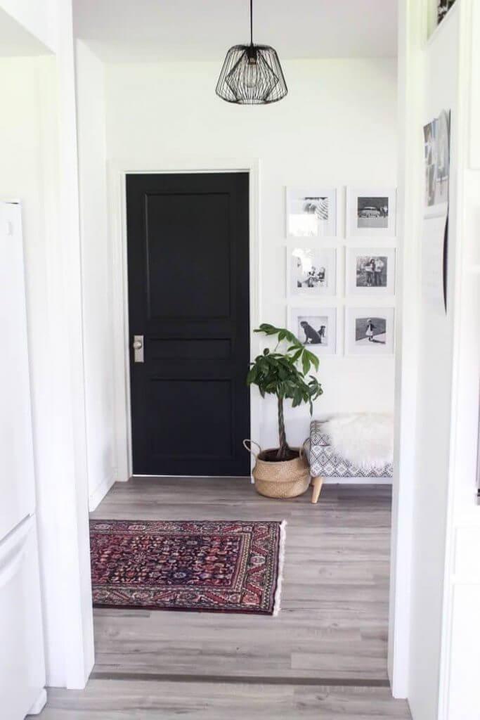 Черна интериорна врата за апартамент